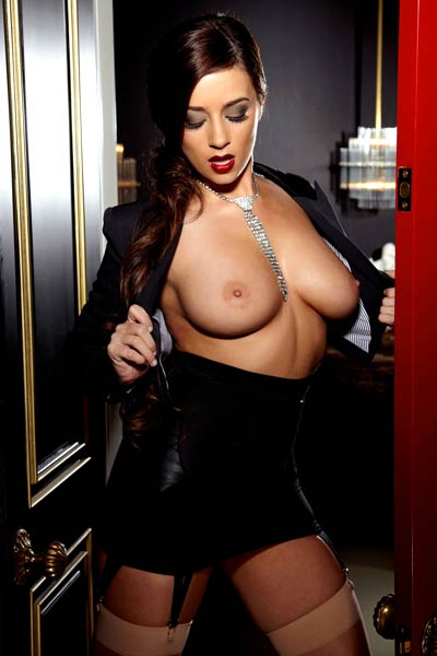 Model Taylor Vixen in The Red Door