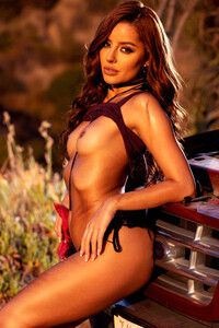 Model Vanna Bardot in Truck Stop